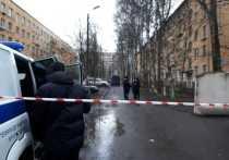 Квартал Колпино под Петербургом, где сегодня с утра разыгралась семейная драма с захватом в заложники шестерых детей, был глухо оцеплен