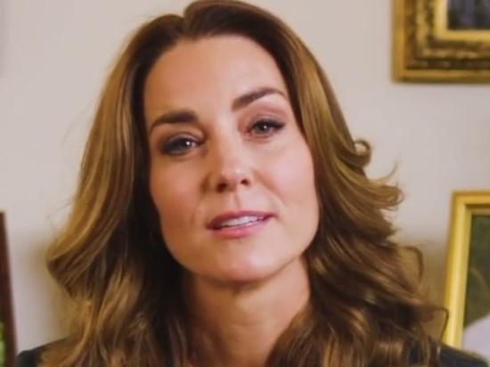 """Герцогиня Кембриджская Кейт Миддлтон заставила переживать своих поклонников, оказавшись перед телекамерой в несколько """"размазанном"""" виде"""