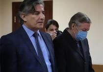 Бывший адвокат Михаила Ефремова Эльман Пашаев заявил, что заразился новым коронавирусом