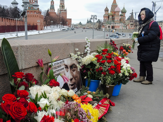 Модель с Украины Анна Дурицкая, которая находилась рядом с политиком Борисом Немцовым в момент его убийства, рассказала о том, что происходило в первые минуты после трагедии