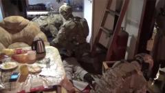 Мордой в пол: кадры жесткого задержание членов террористической организации