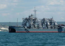 Старейшее спасательное судно «Коммуна» Черноморского флота, которому в 2020тгоду исполнилось 107 лет, приняло на борт глубоководный аппарат АС-28, который прошел коренную модернизацию