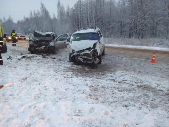 Два человека пострадали в лобовом столкновении автомобилей в Новочебоксарске