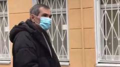 Алибасова вызвали на допрос в СК: нервно натягивает маску