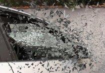 Злоумышленник с жертвой на борту попал в автоаварию на глазах полиции в Кузбассе