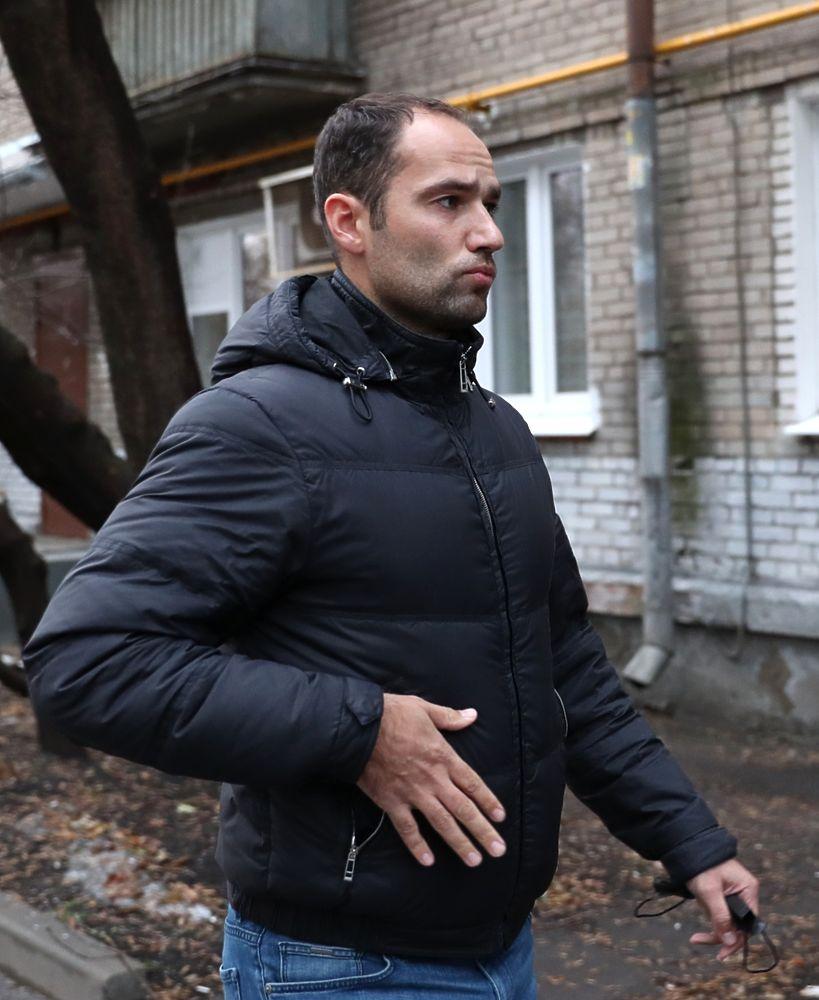 Роман Широков прибыл на суд без маски: антисанитарные кадры