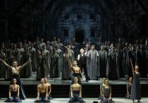 Последним спектаклем, которым Большой театр завершил свой фестиваль в честь одного из величайших танцовщиков XX века Владимира Васильева, стал балет «И воссияет вечный свет»