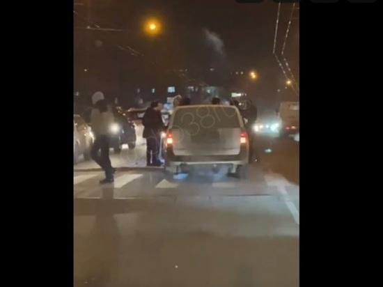 На улице Рабочего Штаба в Иркутске пешеход попал под колёса