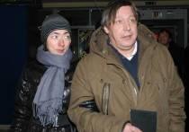 Известный адвокат Сергей Жорин прокомментировал появившуюся информацию о том, что жена актера Михаила Ефремова Софья Кругликова решила подать на развод