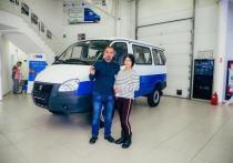 Семье с 8 детьми из Нижнетавдинского района подарили микроавтобус