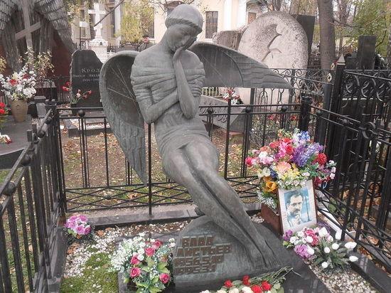 Дочь расстрелянного в 1995 году в подъезде своего дома телеведущего Владислава Листьева Валерия  рассказала о борьбе за наследство журналиста