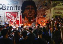 В президентском дворце в Буэнос-Айресе идет церемония прощания с великим аргентинским футболистом Диего Марадоной