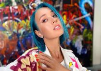 Известная блогерша и певица Клава Кока часто радует своих фанатов эффектными образами