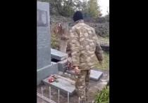 В соцсетях появилась видеозапись, на которой азербайджанские военные оскверняют армянское кладбище