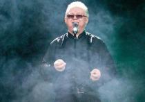 Певец-шансонье Иван Кучин пожаловался YouTube на размещенное на хостинге видео, на котором он поет на банкете в честь дня рождения 80-летнего вора «в законе» Паши Стражника, сообщает «Прайм Крайм»