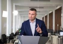 Виталий Кличко, благополучно переизбранный мэром Киева, в четверг презентовал своеобразный отчет о «проделанной за минувшие годы работе» - он издал иллюстрированную книгу со своими знаменитыми ляпами