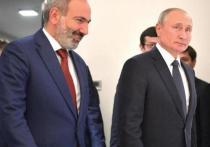 Пашинян сообщил, что ночью дважды говорил по телефону с Путиным