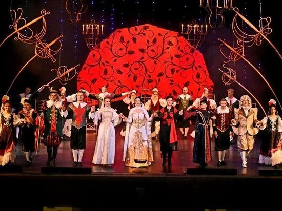 20 и 21 ноября в Музыкальном театре Кузбасса состоялись долгожданные премьерные показы мюзикла-оперетты «Собака на сене»