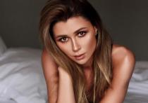 Анна Заворотнюк, дочь актрисы Анастасии Заворотнюк, показала в сториз Instagram необыкновенную свечу