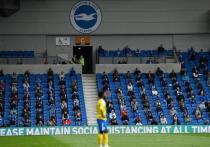 Футбольный мир начал привыкать к игре без болельщиков. С марта 2020 года, когда пандемия крепко держит в своих руках весь спорт, фанаты в Европе не могут насладиться игрой любимой команды. Английская премьер-лига сопротивлялась дольше многих других европейских чемпионатов, но теперь сдалась. Со 2 декабря стадионы АПЛ могут заполняться болельщиками, но есть нюансы.
