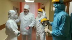 """Лукашенко пришел в """"красную зону"""" с коронавирусом без очков и комбинезона"""