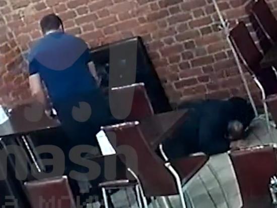 Петербуржец подавился мясом в кафе и умер на глазах официанта