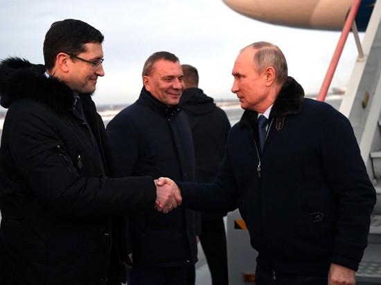 Песков объяснил, почему участники мероприятий с Путиным не носят маски