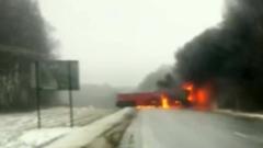Под Владимиром бензовоз столкнулся с грузовиками и загорелся: видео последствий
