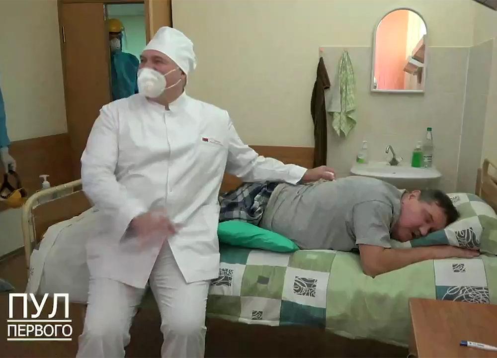 Лукашенко повеселился в коронавирусной больнице: странные кадры