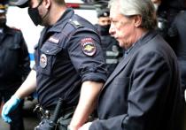 Информацию о том, что актера Михаила Ефремова уже перевели в колонию, опроверг его адвокат Петр Хархорин