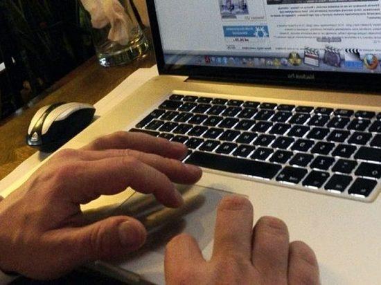 Житель калмыцкой столицы обвиняется в интимной переписке с малолеткой