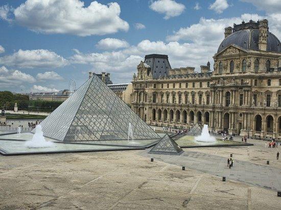 Лувр выставил на аукцион осмотр «Джоконды»  без витрины