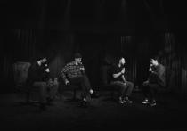 На телеканале ТНТ выходит юбилейный выпуск программы Talk, в котором четыре юмориста высказывают четыре разных взгляда на мир и то, что происходит в нем
