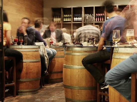 В Британии посетителям ресторанам запретят выпивать после приема пищи