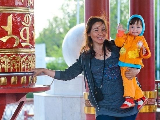 В Калмыкии более половины населения составляют матери