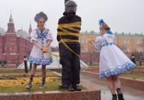 Участницы Pussy Riot успели сбежать после акции напротив Кремля