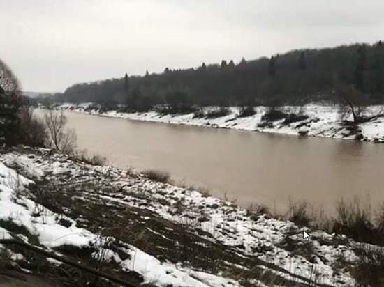 В Дзержинском районе усилили контроль за водой из-за грязи в Угре