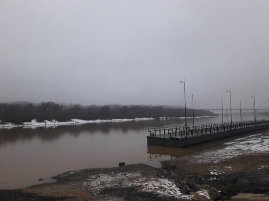В Калуге до весны развели понтонный  мост
