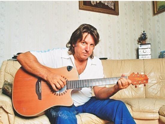 Певец Юрий Лоза заявил, что его коллеги Филипп Киркоров и Николай Басков не дают другим артистам выступать на «Голубых огоньках»