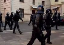 В воскресенье с утра в центр Минска начали стягивать спецтехнику перед анонсированным очередным протестным маршем