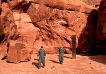 Таинственный серебристый монолит, обнаруженный среди скал в пустыне на юго-востоке американского штата Юта, который породил теории о своем инопланетном происхождении, теперь исчез