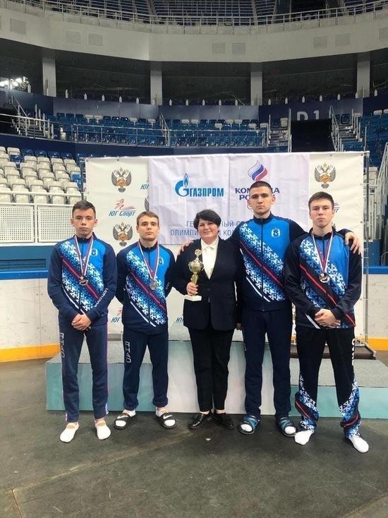 Спортсмены из Нового Уренгоя взяли «серебро» на чемпионате России по прыжкам на батуте