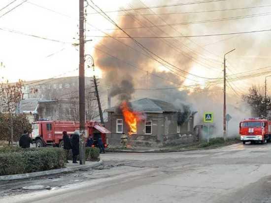 Двое мужчин пострадали при пожаре в частном доме в Таганроге