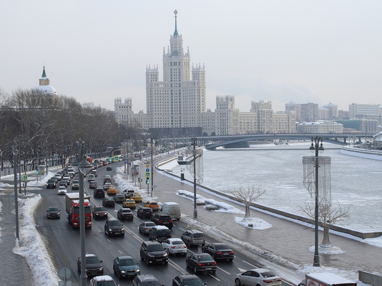 Москвичам пообещали мокрый снег и до +2 в понедельник
