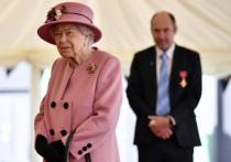 Английскую королеву Елизавету II заподозрили в желании уйти
