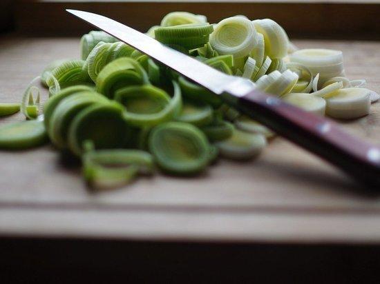 """Кухонным ножом """"успокоила"""" псковичка собутыльника"""