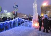 30 ноября прораб строительства ледового городка Алексей Пермяков рассказал журналистам о ходе работ по монтажу ледового городка на площади 1905 года в Екатеринбурге