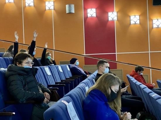 30 ноября 2020 года в Туле состоялись публичные слушания по проекту бюджета на 2021 год и плановые 2022 и 2023 годы. Перед собравшимися выступили представители администрации города и озвучили основные параметры бюджета на следующие три года. Слушания вели городские депутаты Дмитрий Федотов и Алексей Ионов.
