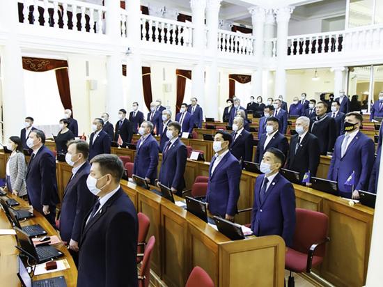 На очередной сессии Народного Хурала принят бюджет на предстоящие три года