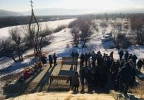Мемориал памяти погибших в ДТП с автобусом открыли в Сретенске